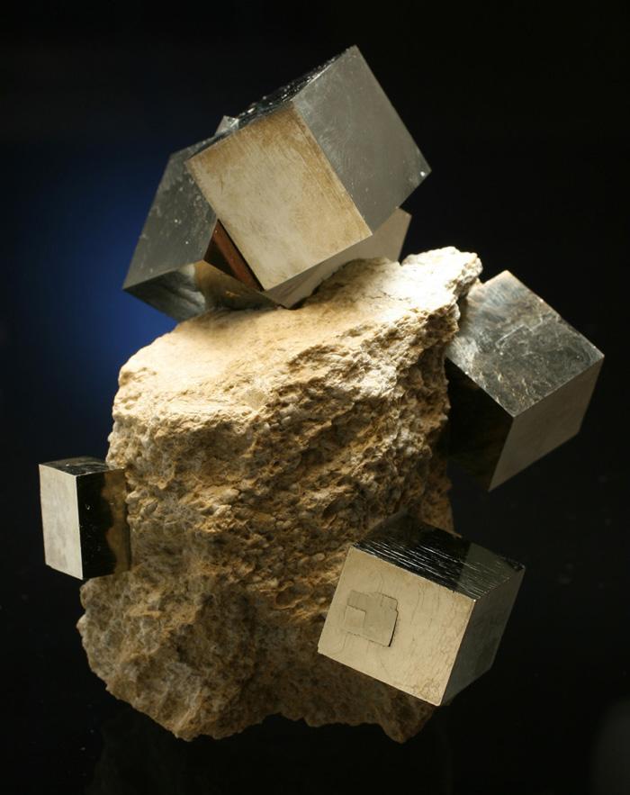 主に黄鉄鉱の結晶を多く産出するNavajun鉱山は