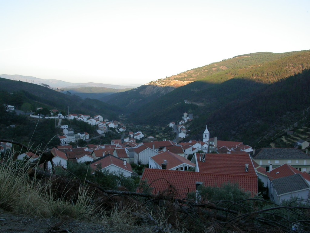 パナスケイラ鉱山付近ののどかな風景。(Juan Fernandez Buelga撮影)