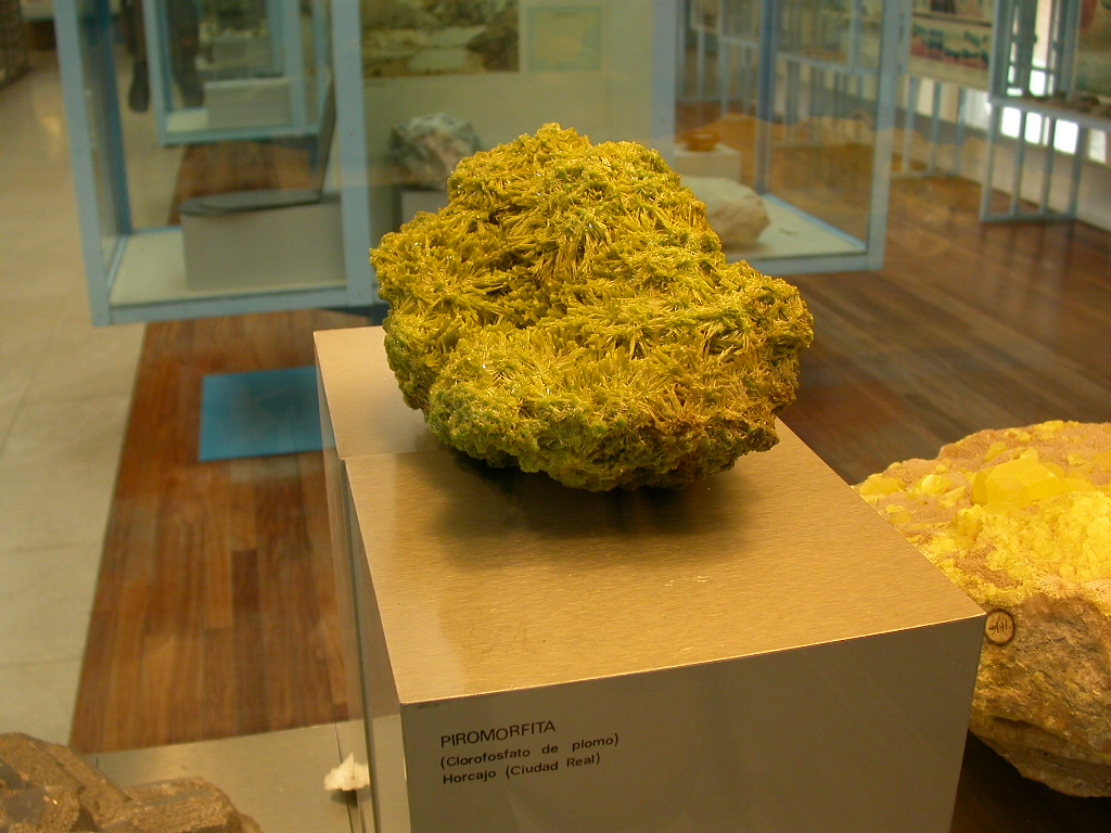 Gorgeous very large pyromorphite from El Horcajo, Ciudad Real.