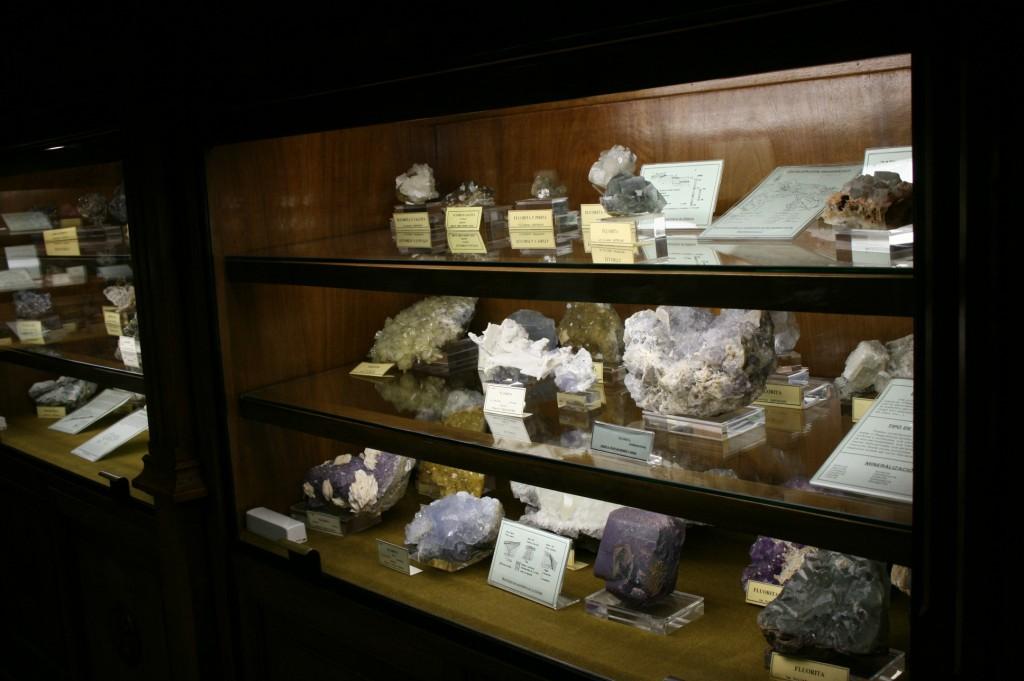 Mineral cabinet Museo escuela de minas madrid